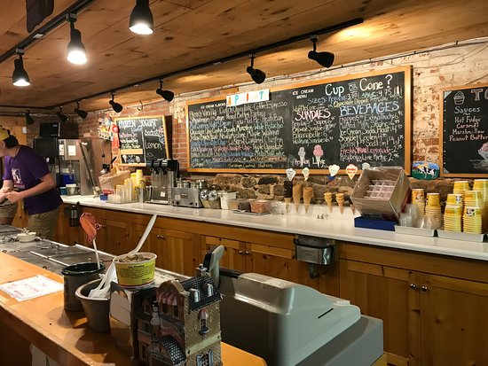 Annabelle's Natural Ice Cream: Serving area