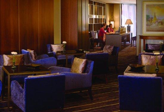 Chatrium Hotel Royal Lake Yangon: Lounge