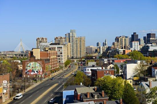 Holiday Inn Express & Suites Boston - Cambridge: View of Boston
