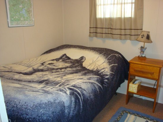 Yellowstone Wildlife Cabins: Wolf Home bedroom 2 (DB)