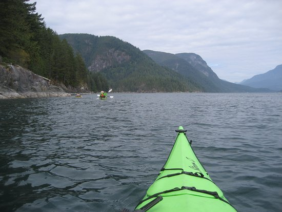 Heriot Bay, Canada: Approaching Hole in the Wall east entrance