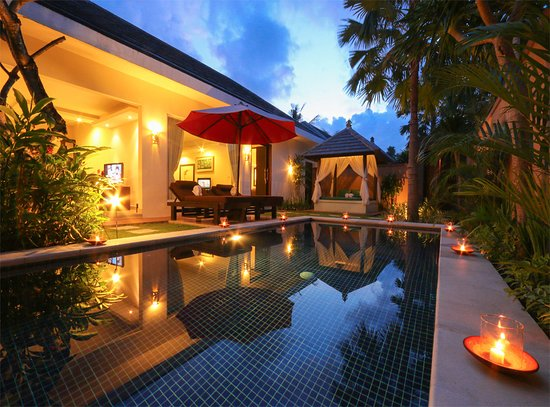 Bali Yubi Villa: Pool area with sun deck and gazebo