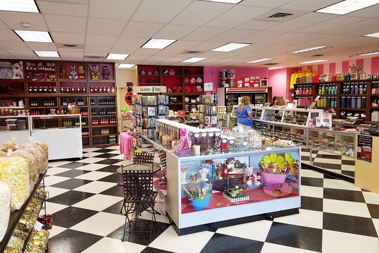 West Richland, WA: A candy store with a wide variety of chocolate, popcorn & ice cream