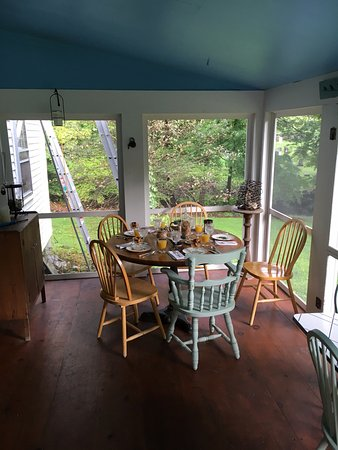 Buckland, ماساتشوستس: Breakfast table