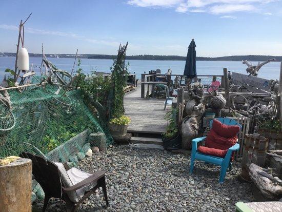 SeaWatch Bed & Breakfast: seashore deck