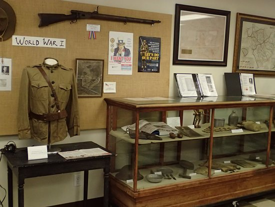 Saluda, Carolina del Sur: The WW1 items that were donated for view.