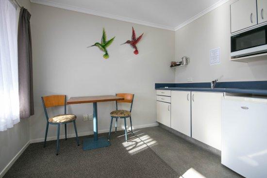 ASURE Albert Park Motor Lodge: Kitchen in 1 Bedroom Spa Units