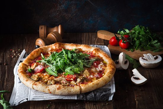 Пицца Фишт: Пицца на тонком тесте с хрустящей корочкой
