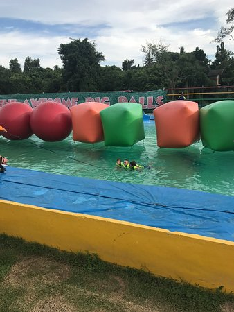 Splashdown Action Park Pattaya: Had such a great day with family and friends, the staff were amazing with the children and joine