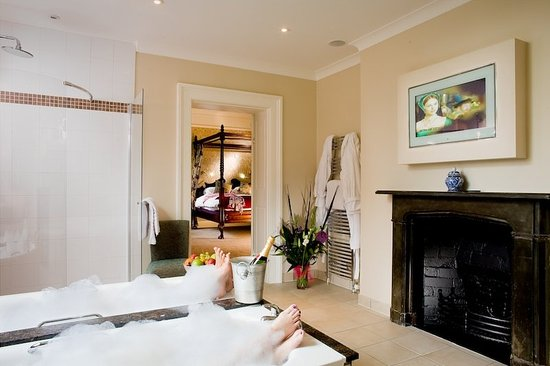 The Charlecote Pheasant Hotel: Premier Bedroom