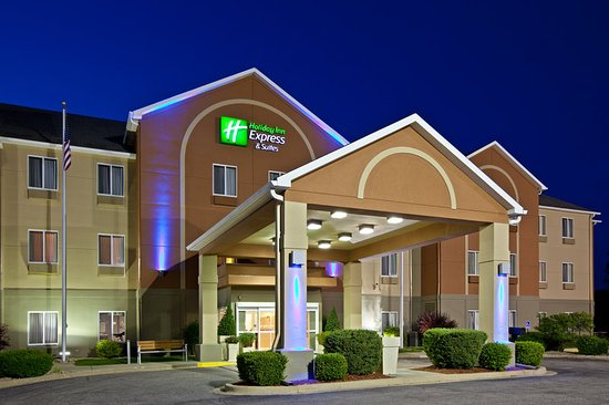 Holiday Inn Express Bedford: Hotel Exterior