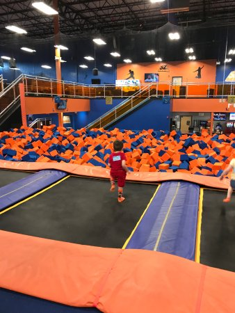 Lakewood, NJ: Foam pit area