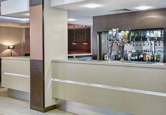 Holiday Inn Express Belfast City Queens Quarter: Bar at Holiday Inn Express Belfast