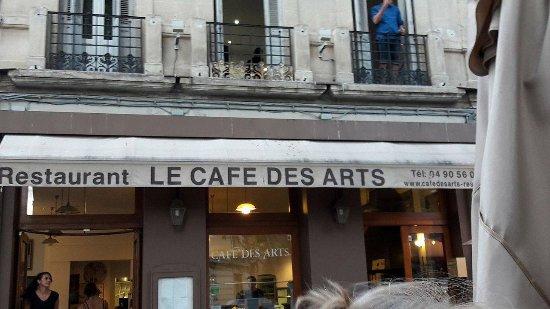 restaurant le cafe des arts dans salon de provence avec cuisine fran aise. Black Bedroom Furniture Sets. Home Design Ideas