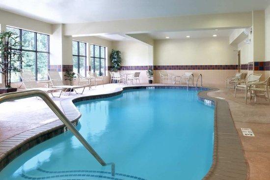 Smithfield, RI: Pool