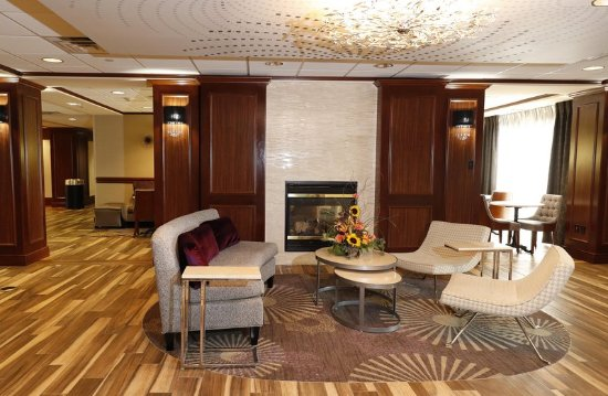 Hampton Inn Harriman Woodbury: Lobby Fireplace