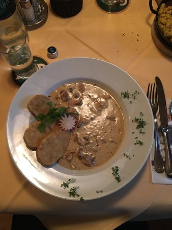 Gasthof Sillianer Wirt: Gulash di finferli con canederli, piatto vegetariano !