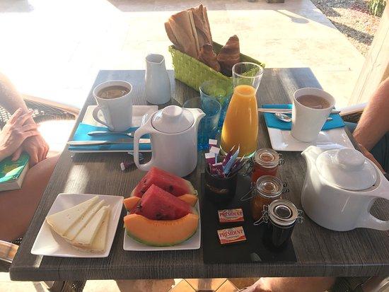 Petit déjeuner / jardin - Picture of Casa Eva Maria ...