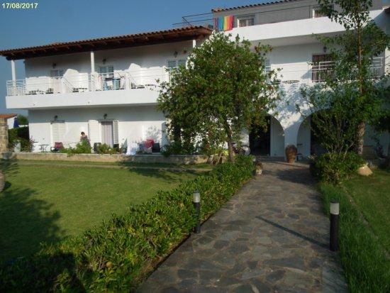 Olive Grove Studios/Apartments: rooms 10-12