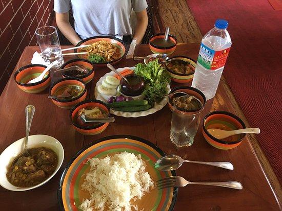 Mingalabar Myanmar Restaurant: photo1.jpg
