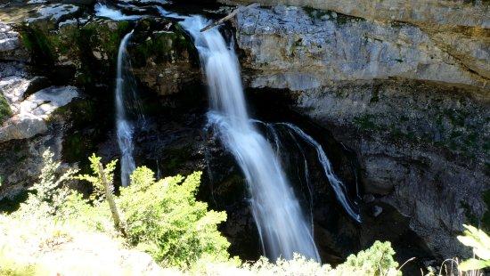 Parque Nacional Ordesa Y Monte Perdido: Una de las cascadas