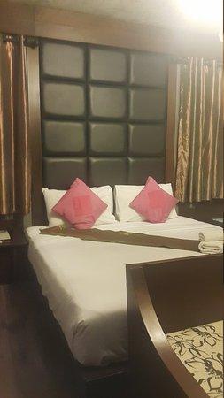 B2 Nimman Premier Hotel: 20170825_215506_large.jpg
