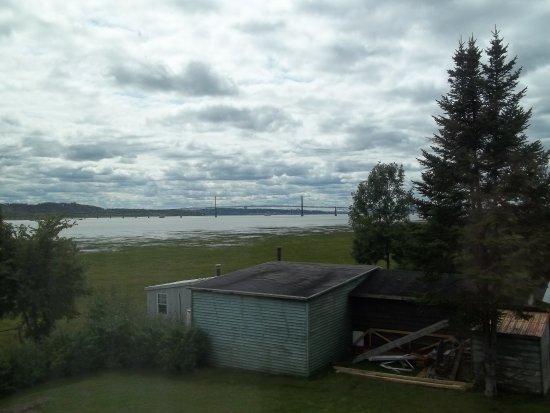 Boischatel, Canada: Vue du Pont de l'Ile d'Orléans, à partir de la fenêtre de la chambre 219