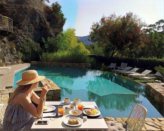 Eden Rock Resort: Breakfast by the pool