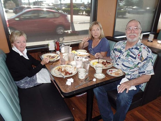 Fife, WA: Our happy group, enjoying the best breakfast of two weeks on the road!