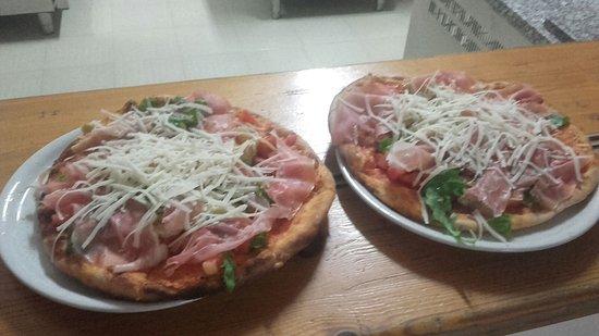 Erchie, Italia: Pizzeria Santa Lucia