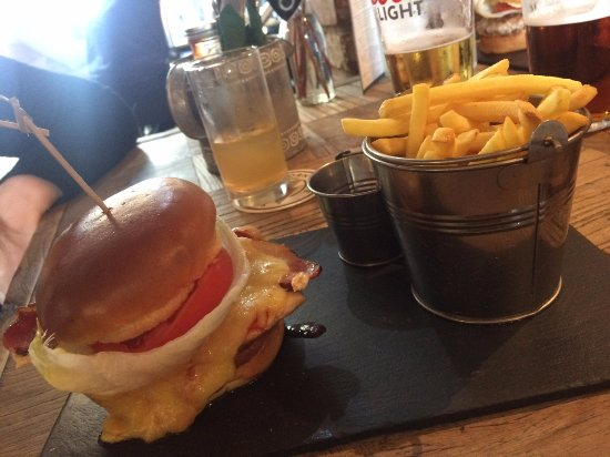 Burbage, UK: New York chicken burger