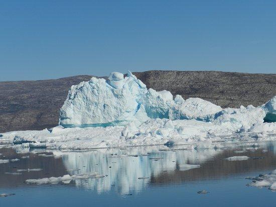 Uummannaq, Groenland: Many icebergs in the fjord near Saattut