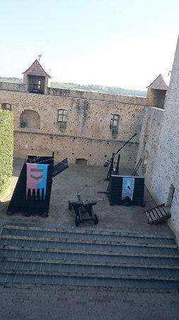 Mauvezin, France: La cours vu des remparts