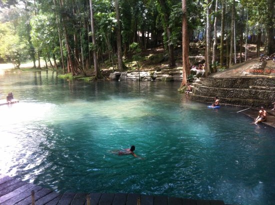 Malaybalay City, Filipinler: People enjoying the cold spring