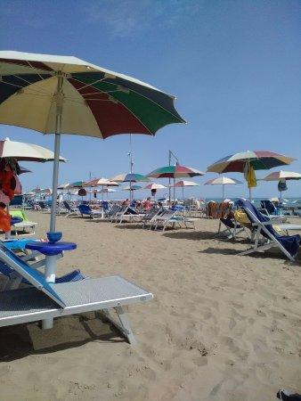 Porto Santa Margherita, Italie : Ampio numero di postazioni anche vicino alla riva.