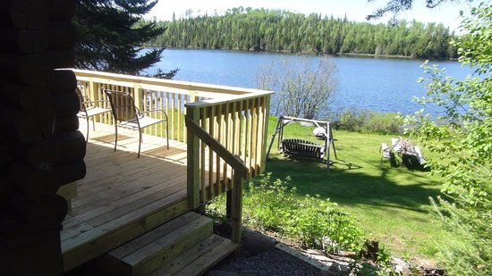 Loon Lake Lodge: Deck on lakeside of Cabin 4.
