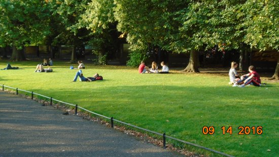 St Stephen's Green : lounging on the greens