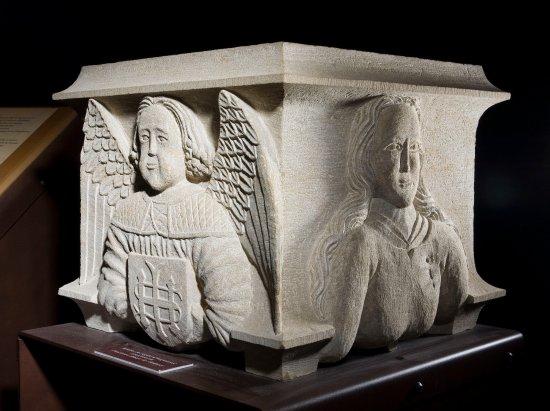 Musee du Catharisme: Copie du bénitier de l'Abbaye de l'Ardorel présentée dans le musée