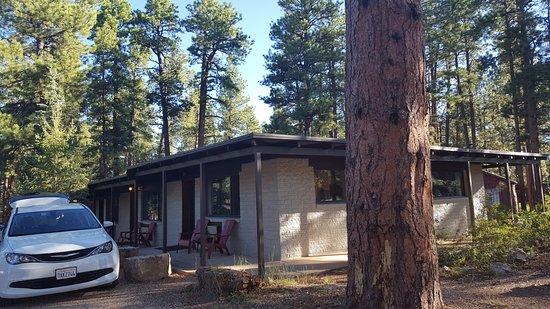 Jacob Lake Inn: Our end of row motel room