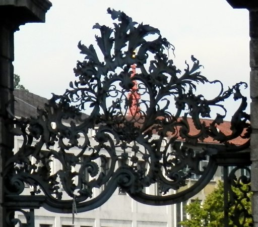 The Residenz: Decoration at road entrance