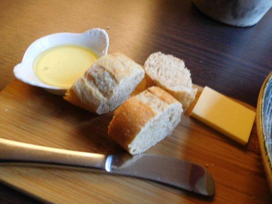 Olematu Ruutel Guest House: バターかマーガリンか不明だが、付け合わせはうまかった。