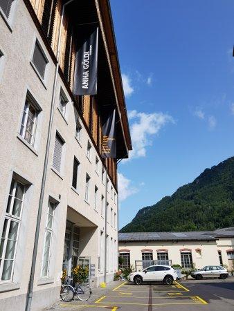 Zuggang zur Ausstellung Anna Göldi im Hänggiturm, Ennenda Glarus