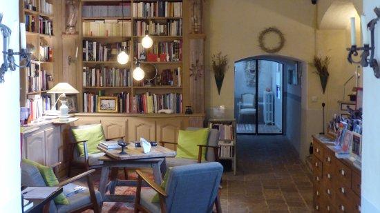 Chateau d'Ortaffa  Bibliothèque et Salon d'Accueil Entrée