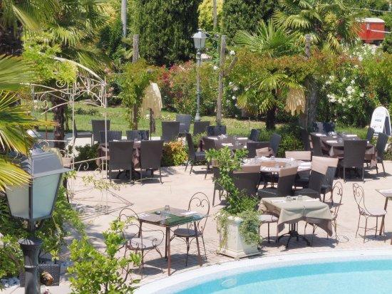 Piscina in giardino stunning copertura in giardino piscina da