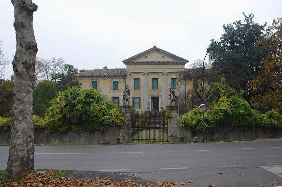 Αμπάνο Τέρμε, Ιταλία: FACCIATA.