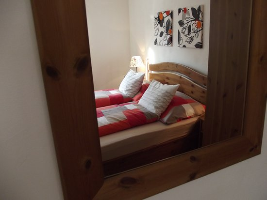 Haus Anastasia: 'King Size' double bed in Apartment 2