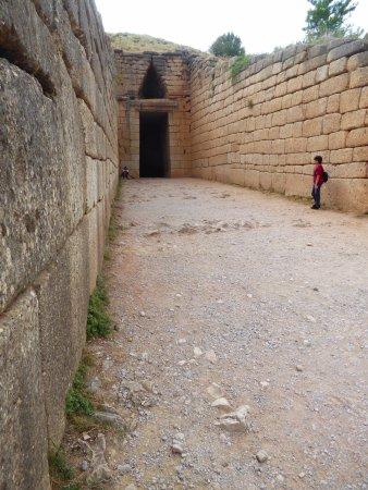 Citadel and Treasury of Atreus : Entrance to tomb