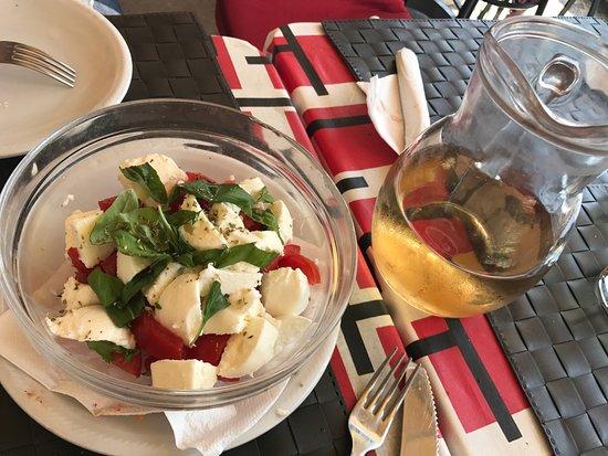 Gallo Cedrone: капрезе из свежайших томатов