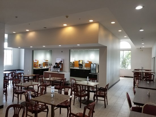 Holiday Inn Express Birch Run (Frankenmuth Area): Express Start Breakfast area