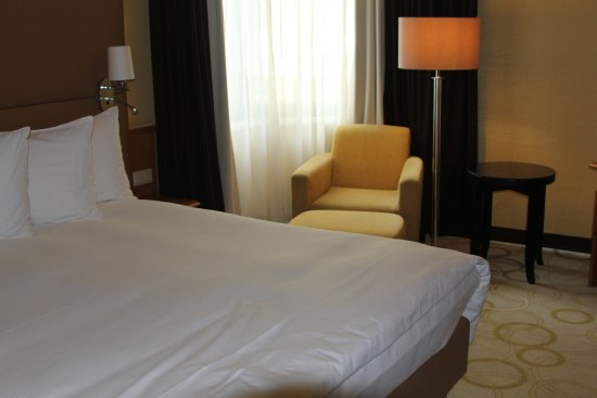 Lit king size photo de hilton prague old town prague for Lit king size but